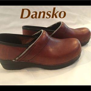 Dansko. Brown Leather. Shoes. Clogs Sz 40. 9 1/2